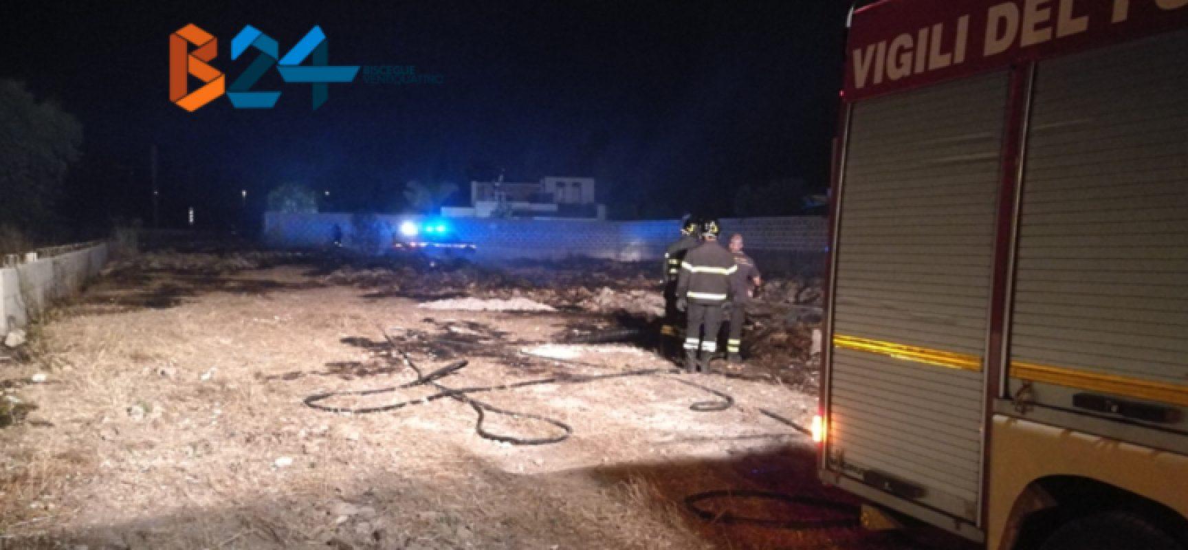 Incendio nella notte in terreno privato nei pressi dell'ospedale