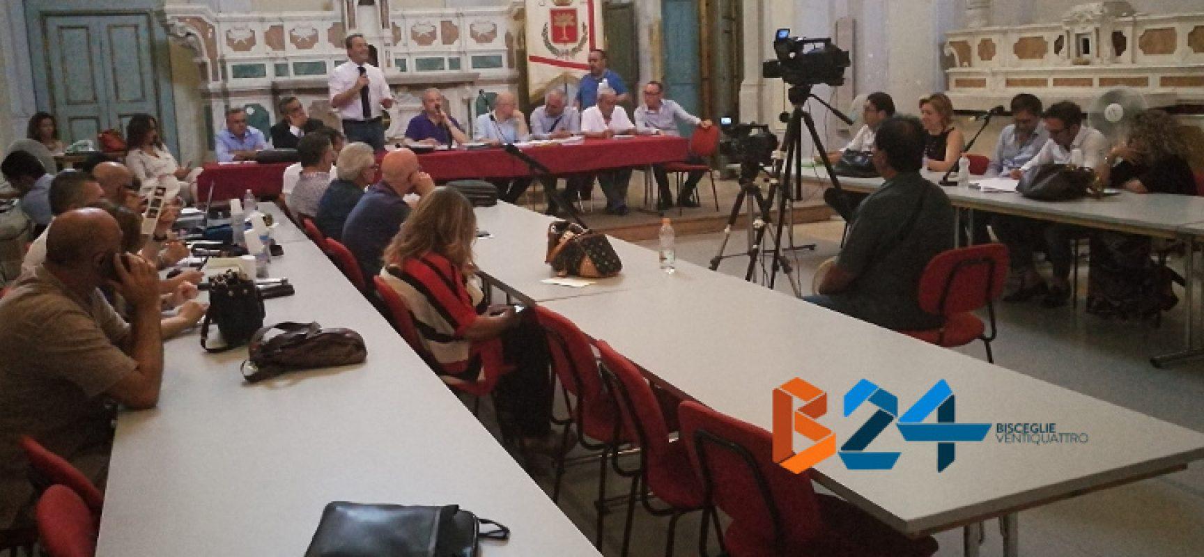 Consiglio comunale su bilancio rinviato per mancanza numero legale, è caos dimissioni