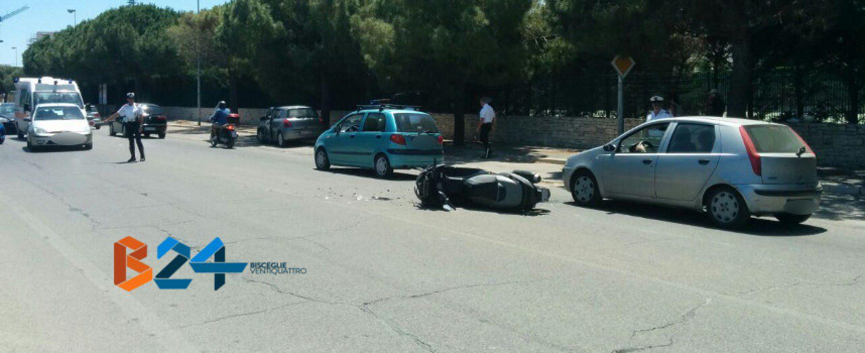 Scontro auto-moto su via Bovio, 21enne al pronto soccorso