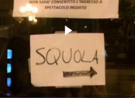 """Galeotto fu il cartello, """"sQuola"""" Garibaldi inganna anche Striscia la Notizia"""