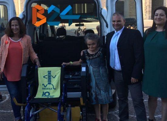 """La cooperativa Kairos ha consegnato alla città di Bisceglie il suo primo """"taxi sociale"""""""