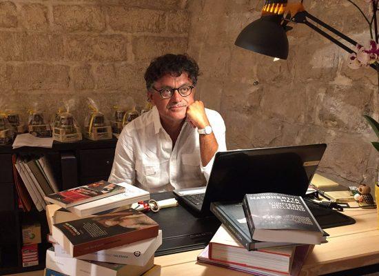 Veneziani inaugura il suo studio nel bookstore Mondadori delle Vecchie Segherie / VIDEO
