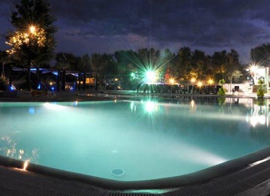 """La notte di san Lorenzo tra stelle cadenti, degustazioni e piscina a """"Brezza tra gli ulivi"""""""