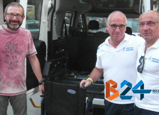 Bisceglie Running dona una nuova carrozzella al Taxi Sociale della Cooperativa Kairos