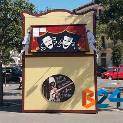 Torna in piazza Vittorio Emanuele il teatro dei burattini di Alessio Sasso
