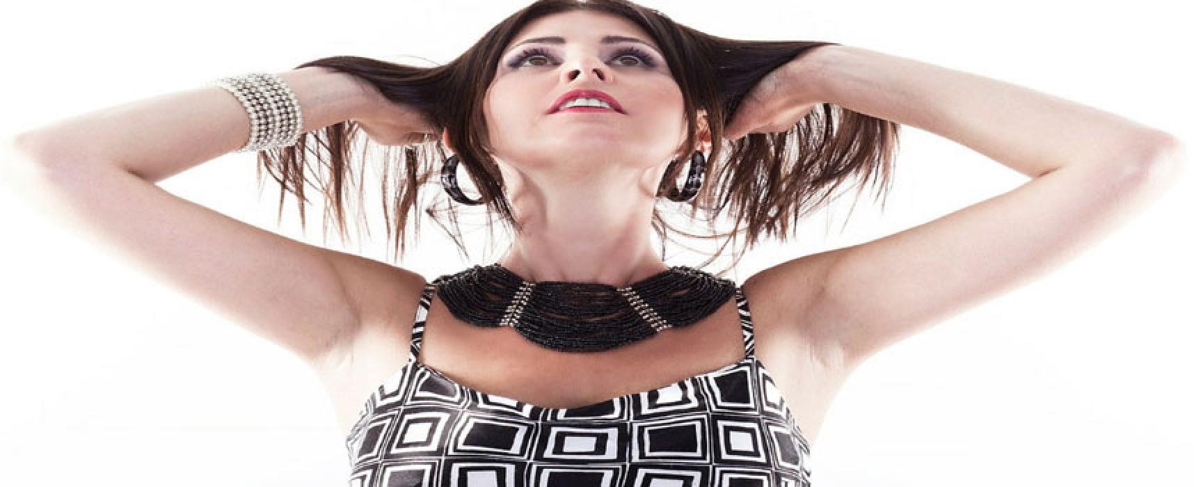 """Domani """"A Casa Mia"""" al mare la grande musica sudamericana con Selma Hernandes / VIDEO"""