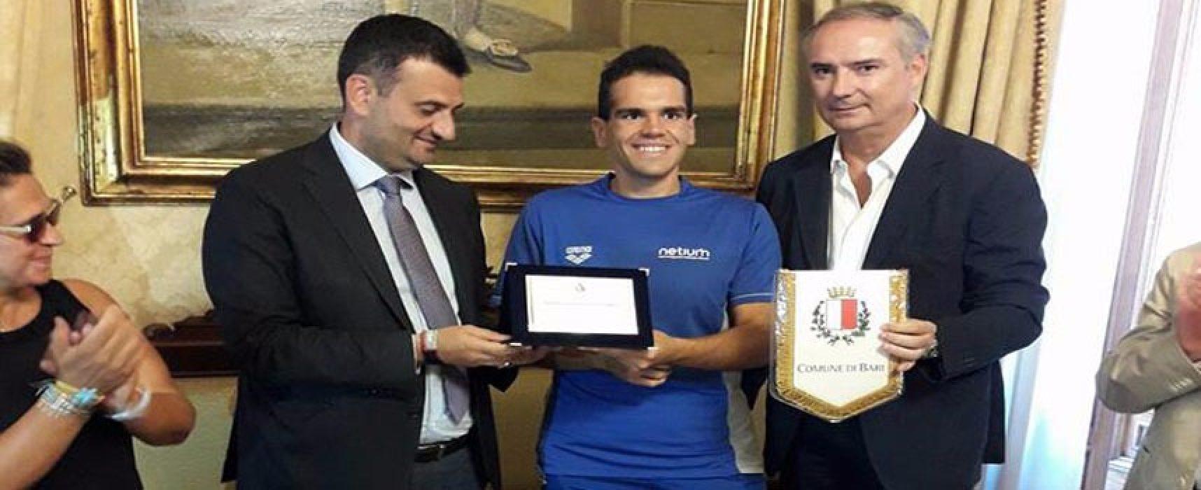 Traversata Bocche di Bonifacio, il nuotatore biscegliese Di Pierro premiato dal sindaco di Bari