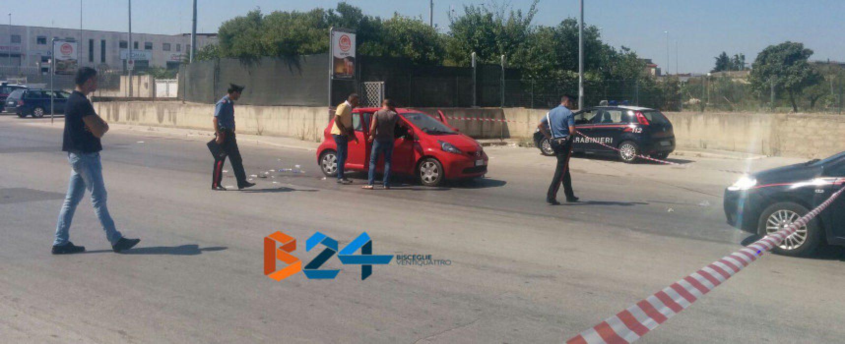 Agguato in via Ruvo, ucciso un uomo, ferita la moglie: è grave / FOTO e VIDEO