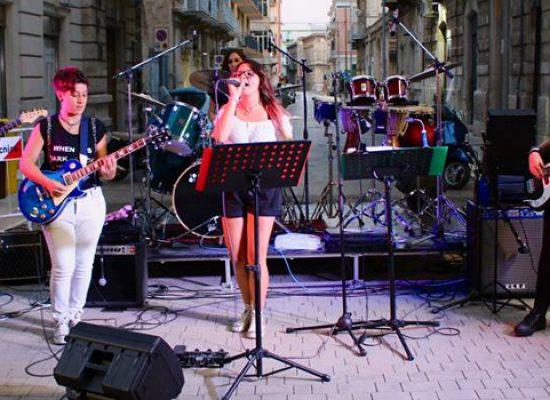 Storm Born, la band tutta rosa presenta il suo lavoro made in Bisceglie / VIDEO