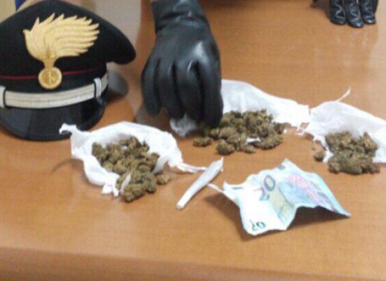 Droga: pusher 35enne arrestato in via Imbriani