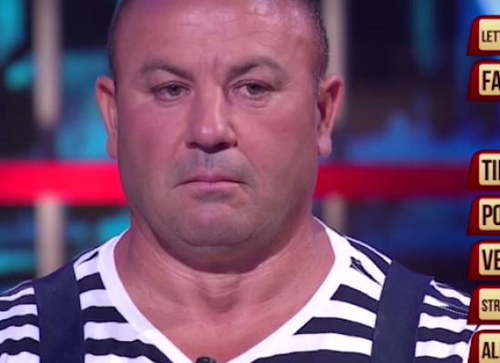 "Cosimo Ferrucci ai ""Soliti ignoti"" su Raiuno, esilaranti gag con Amadeus / VIDEO"