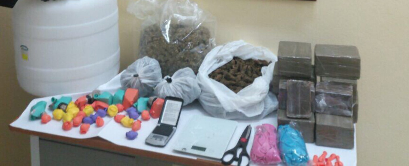 Bisceglie: 11 chili di droga in un sottano nel centro storico, un arresto / VIDEO