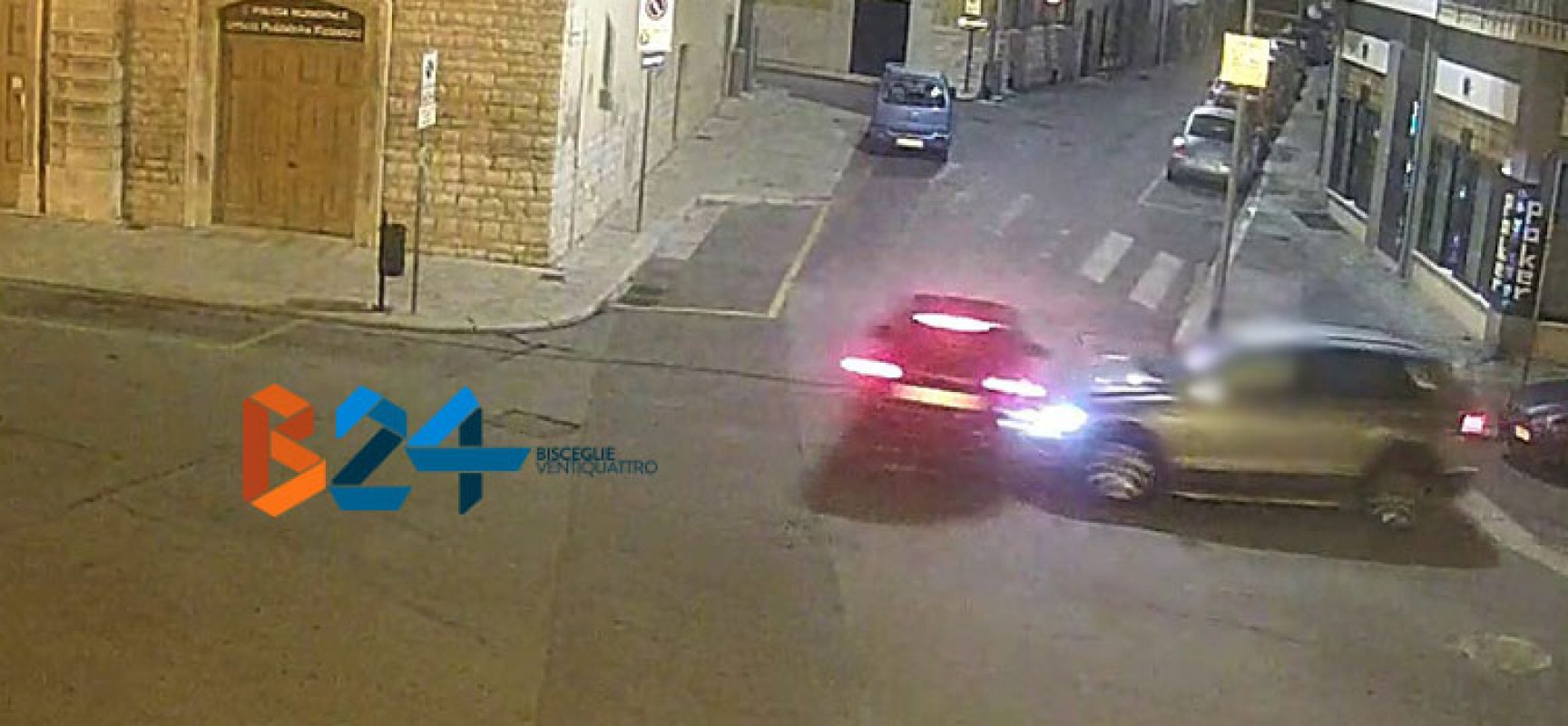 Violento scontro tra due auto in piazza San Francesco, 51enne al pronto soccorso