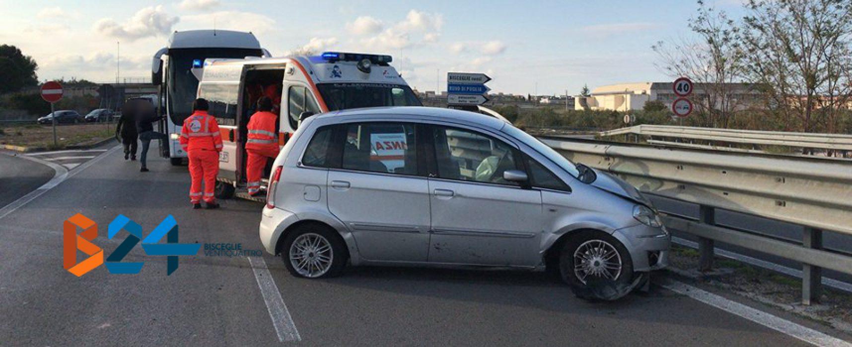 Incidente sulla Statale 16: auto invade piazzola e si schianta