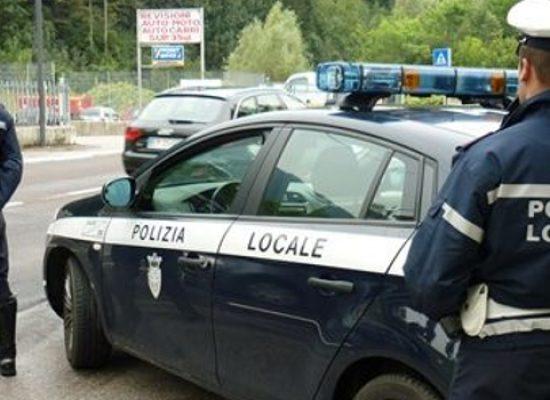 Agenti Polizia Locale aggrediti da automobilista, un ricoverato