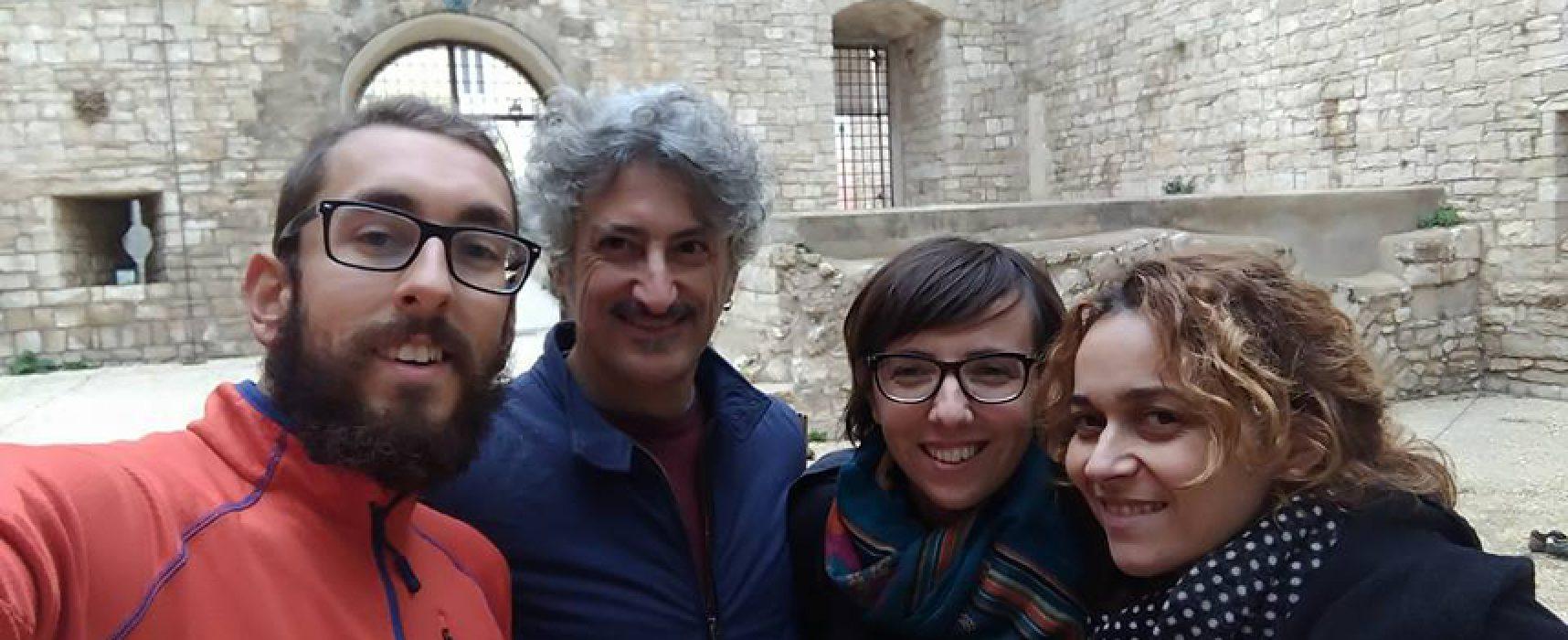 Attraversa l'Italia a piedi e fa tappa a Bisceglie, l'esperienza di Micheal Zani / FOTO
