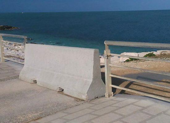 Pro Natura, riposizionata barriera in cemento pista ciclabile grotte di Ripalta