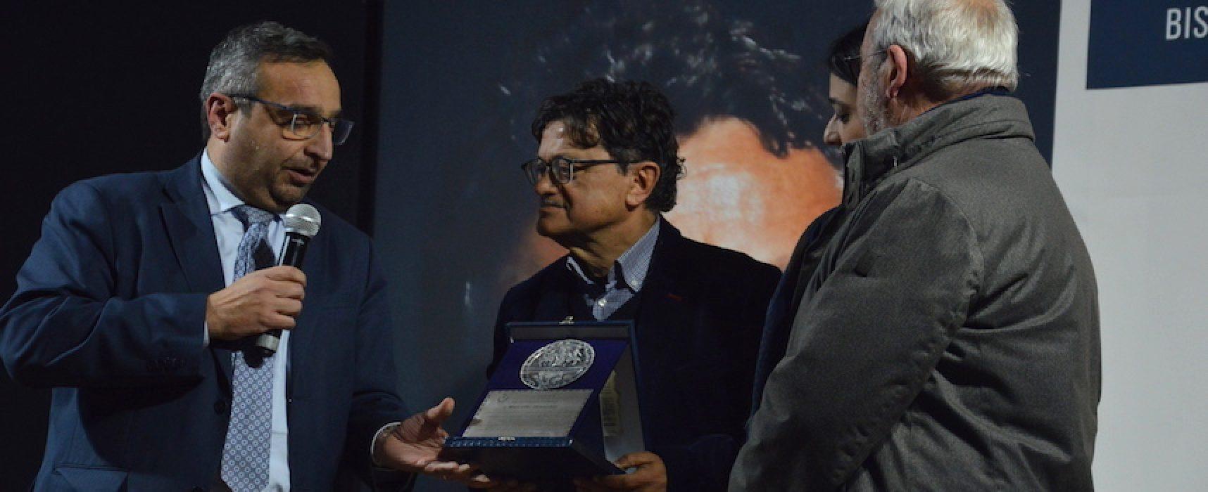 Marcello Veneziani riceve il sigillo della città e chiude l'anno letterario di Bisceglie