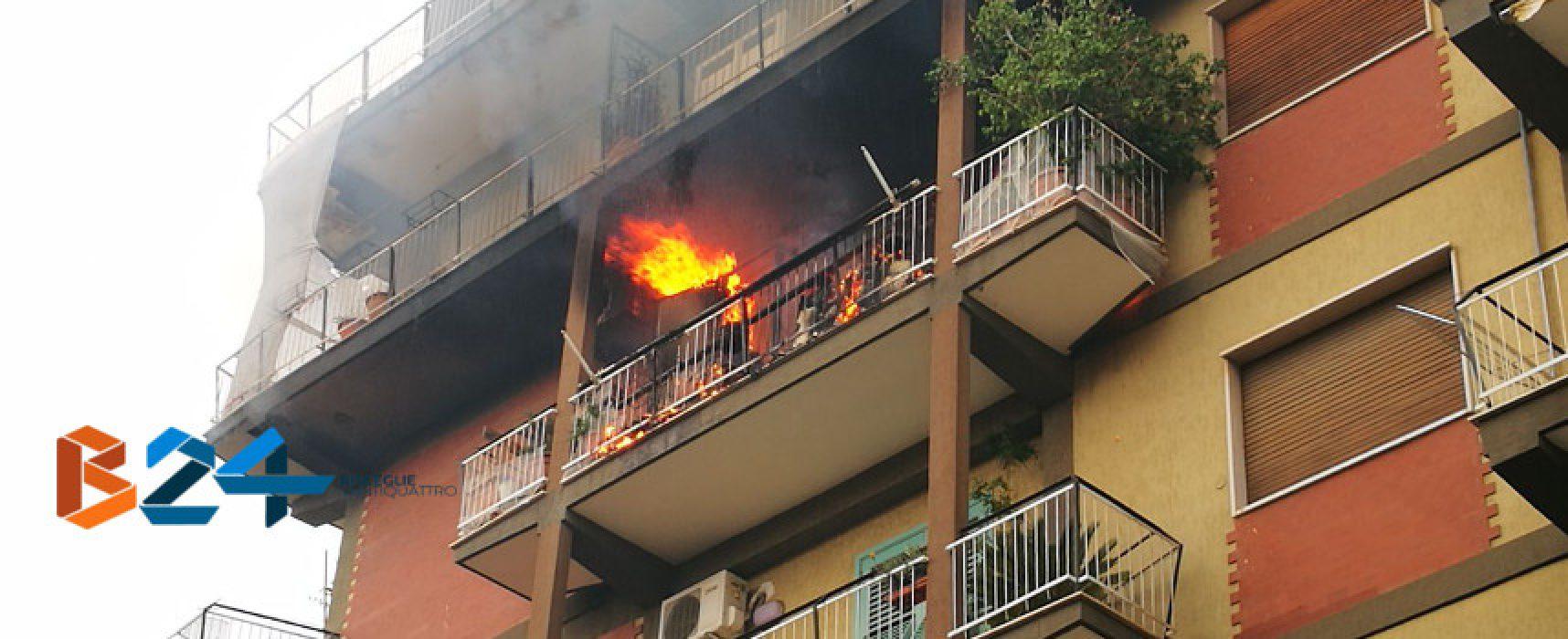 Incendio in un appartamento al quarto piano in via XXIV Maggio / VIDEO