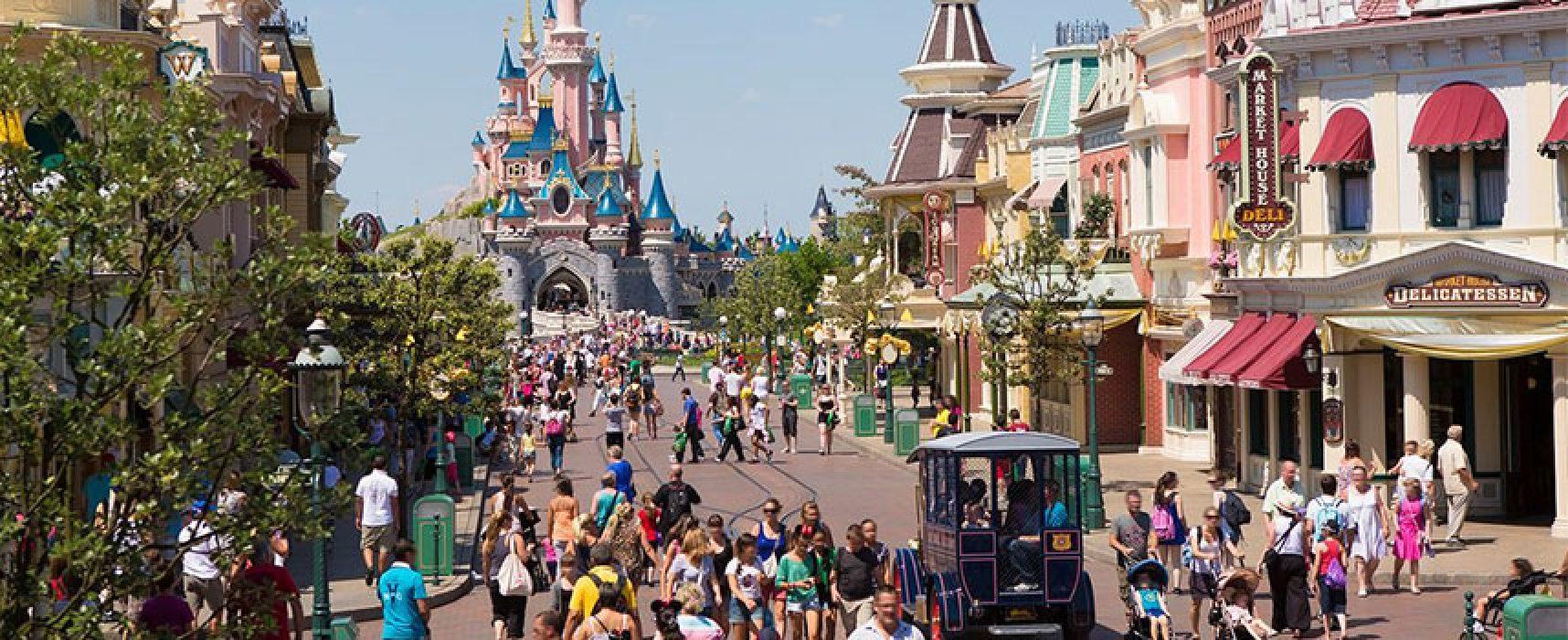 """Con """"A Proposito di Viaggi"""" scatta una foto in via Aldo Moro e vola a Disneyland Paris"""