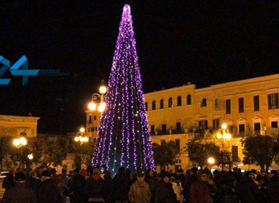 Festività natalizie, Comune stanzia fondi per allestimenti e azioni caritatevoli / DETTAGLI