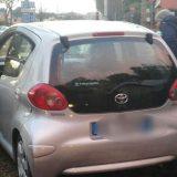 Scontro in via Imbriani, auto invade aiuola della rotonda