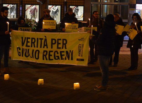 """""""Verità e giustizia per Giulio Regeni"""", i giovani di Amnesty in piazza a due anni dalla scomparsa"""
