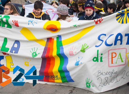 La Marcia della Pace colora di vivacità ed umanità le strade di Bisceglie / FOTO