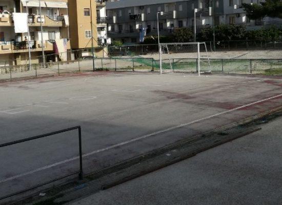 Campetto del quartiere Salnitro in stato di degrado, balaustre pericolose / FOTO