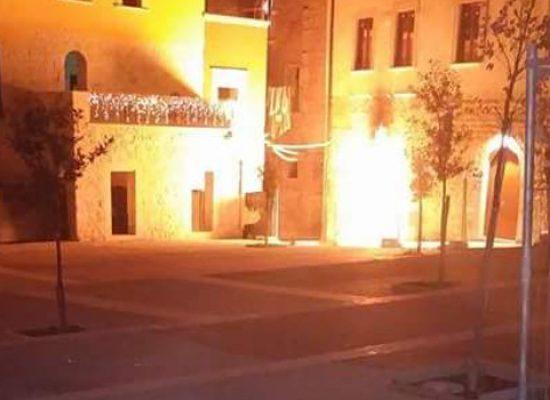 """Incendio a contatore gas scuola """"Abbascià"""" e fuga di gas / VIDEO"""