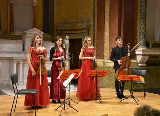 """Quartetto fratelli Carabellese/Pietro Laera in """"Romantiche Emozioni"""" al Garibaldi"""