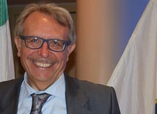 """""""Non prendiamoci sul serio"""", lo scrittore Angelo di Muro ospite del Rotary"""