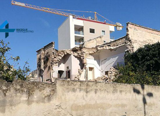 Crolla palazzo, cinquantenne miracolosamente salvo / IL VIDEO DEL SALVATAGGIO