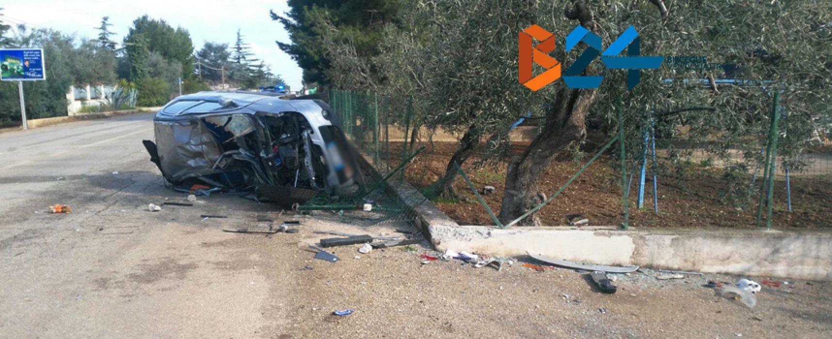 Auto si ribalta su Via Sant'Andrea, 20enne al pronto soccorso