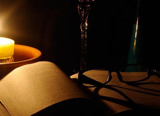 """""""M'illumino di meno"""", letture a lume di candela al Castello di Bisceglie"""