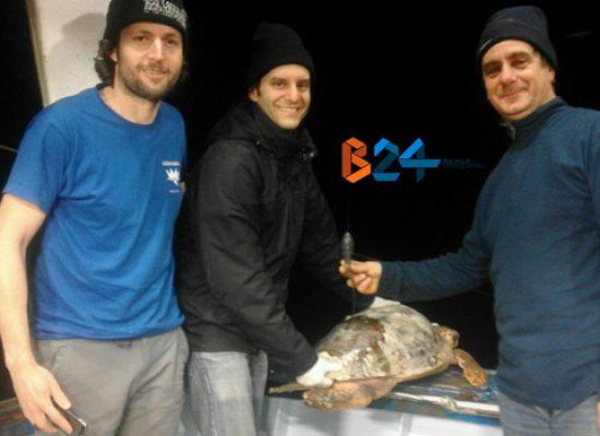 """Due ricercatori a bordo del peschereccio biscegliese """"Argonauta"""""""