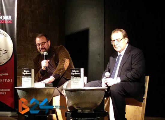 Roberto Napoletano spiega al pubblico del Mondadori Bookstore cause e dinamiche della crisi