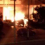 Auto in fiamme nella notte nel quartiere san Pietro / FOTO