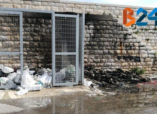 In fiamme rifiuti sulla banchina del porto, indagini in corso