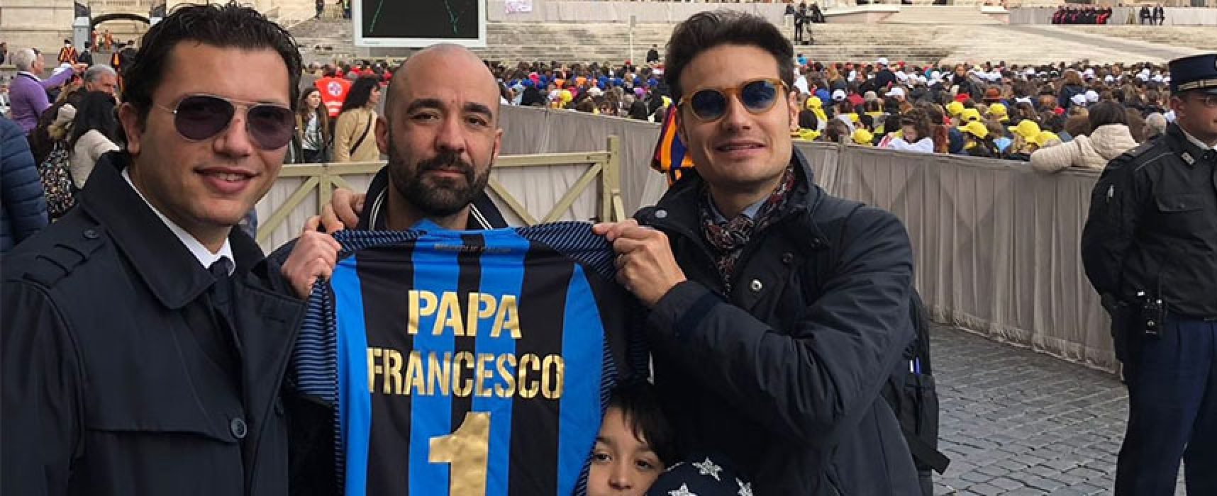 Bisceglie calcio in udienza da Papa Francesco, donata maglia personalizzata