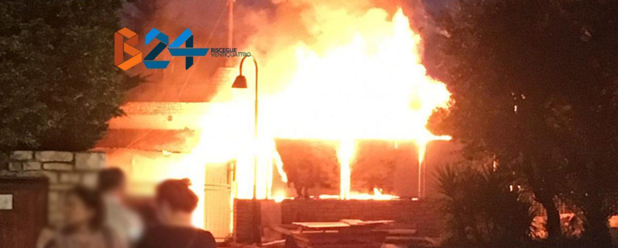 Incendio nell'ex Marajà su via Luigi di Molfetta