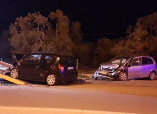 Violento frontale su via Imbriani nella notte, tre feriti