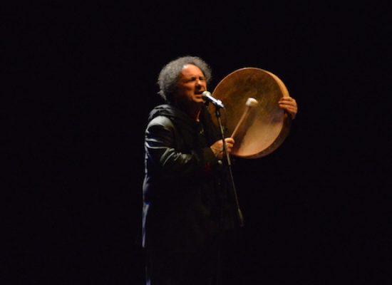 La musica di Enzo Avitabile al Teatro Garibaldi, tra rivendicazione sociale e preghiera personale
