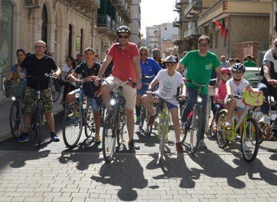 """""""Un passo alla svolta"""", primo maggio in bici per denunciare la situazione delle piste ciclabili"""