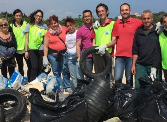 """Pulizia Cala del Pantano, Pro Natura: """"Raccolta una tonnellata di immondizia"""" /FOTO"""
