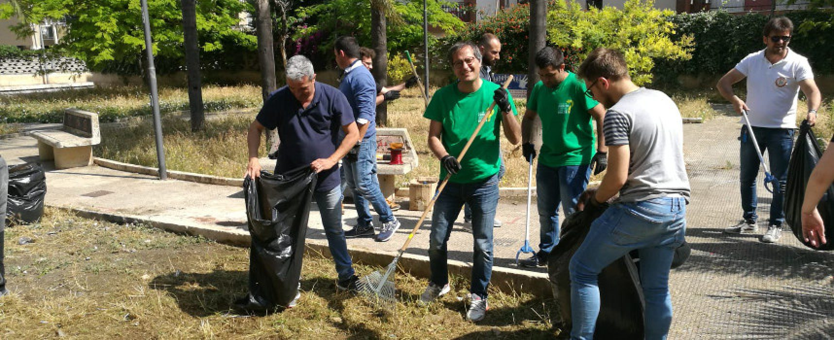 Un passo alla svolta, ripulita piazza 8 Marzo durante il tour di quartiere del candidato Angarano