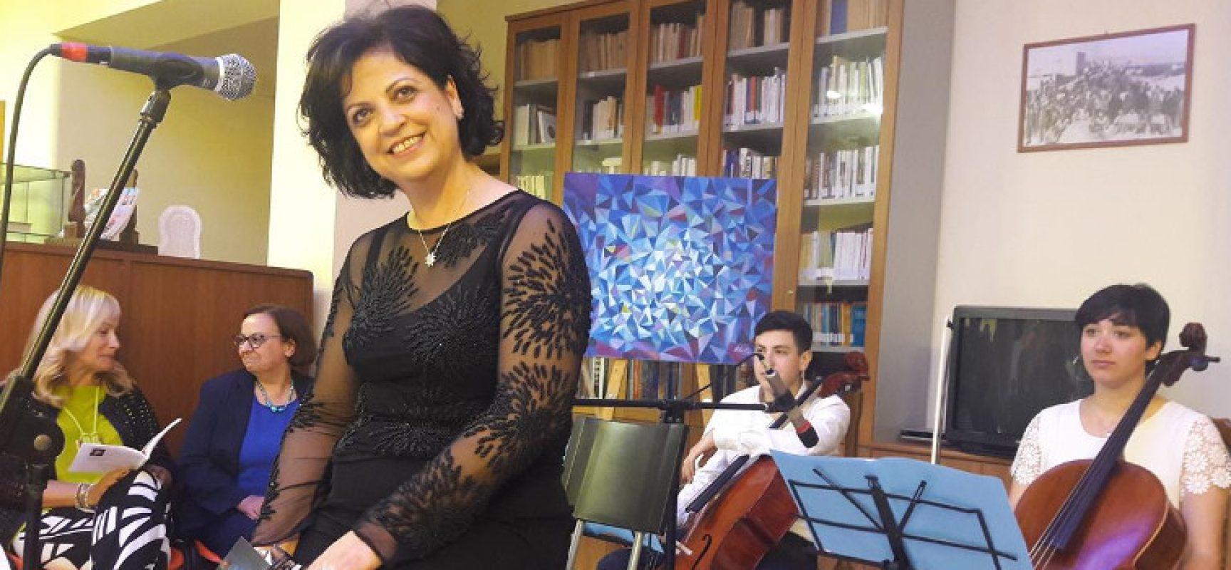 """""""L'ora in blu"""", grande partecipazione per la presentazione del libro di Marta Maria Camporeale"""