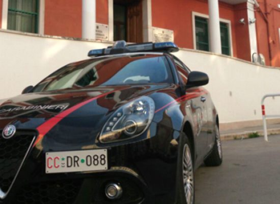 Ruba in villa con proprietari all'interno, 50enne arrestato dai carabinieri