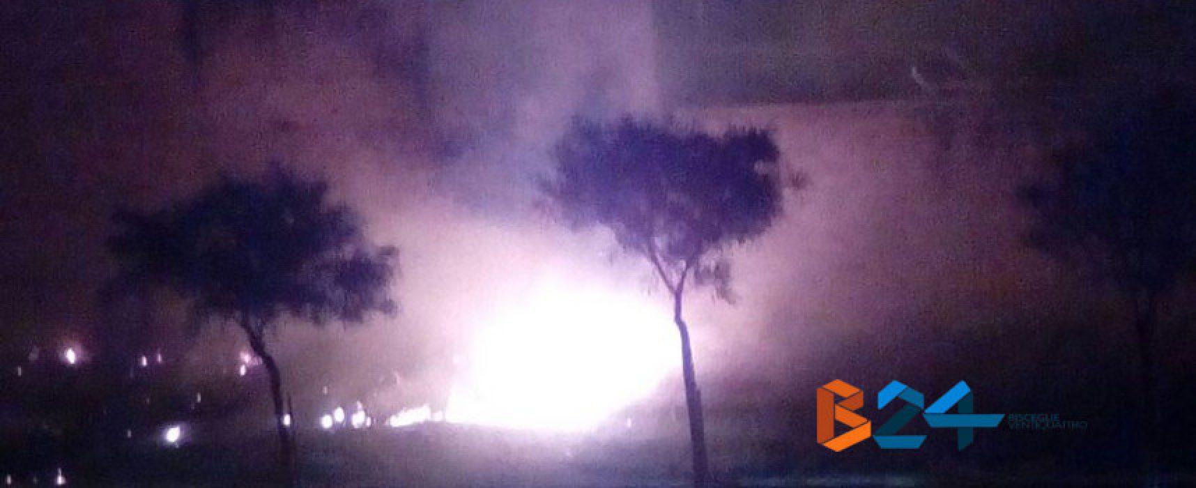 Incendio durante la notte in via Alceo Dossena nella zona 167