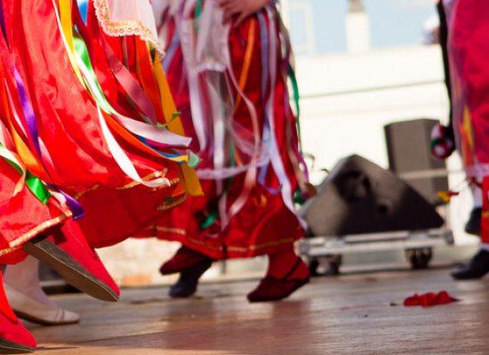 Universo Salute, danze popolari per la realizzazione di un parco giochi per bambini